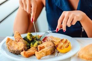 Manger lentement et perdre du ventre